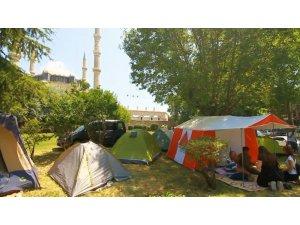 Kırkpınar sevdalıları geceyi Selimiye Camii avlusunda geçirdi