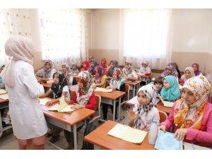 Şehitkamil'de öğrenciler Kur'an-ı Kerim öğrenerek tatilini geçiriyor