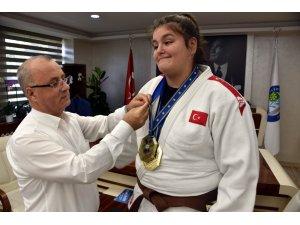 Avrupa Şampiyonu judocu altınla ödüllendirildi