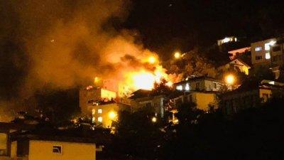Ordu'de bir eve yıldırım düştü! Çatı alev alev yandı