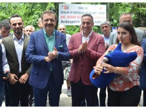 Türkiye Odalar ve Borsalar Birliği (TOBB) Başkanı M. Rifat Hisarcıklıoğlu Rize'de