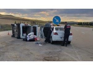 Otomobil ile kamyonet çarpıştı: 6 yaralı