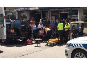 Duran arabaya çarpan yaya yaralandı