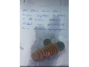 Yediği karpuzun parasını tezgâha bırakıp not yazarak helallik istedi
