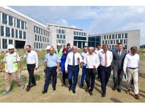 Ceyhan Devlet Hastanesinin yapımı sürüyor