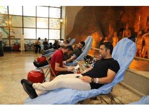 Belediye çalışanlarından Kızılay'a kan bağışı