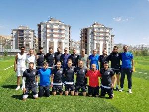 Elazığ Belediyespor, iç transferde 11 futbolcu ile sözleşme imzaladı