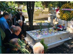 Gazeteci Örsan Öymen mezarı başında anıldı