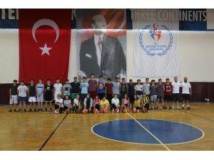 Erdemli Belediyesi'nden basketbol kursu