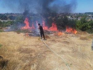 Manavgat'ta kaymakamlık konutu önünde yangın