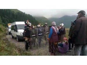 Gümüşhane'de köylüler ile jandarma arasında yayla yolu gerginliği