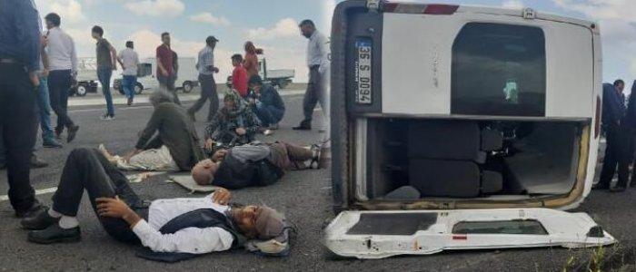 Şiddetli rüzgar minibüsü devirdi: Diyaliz hastaları yola savruldu