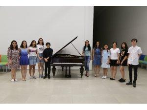 Artvinli genç piyanistlere İtalya'dan önemli davet