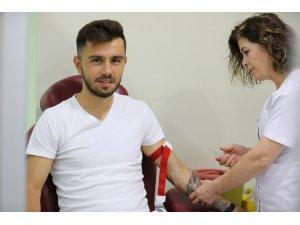 Emre Kılınç ve Hugo Vieira sağlık kontrolünden geçti.