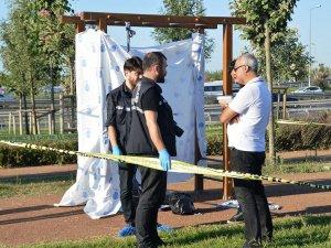 Zeytinburnu'da kan donduran olay: Elleri, kolları bağlı direkte asılı bulundu