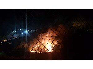 Tarihi Mardin Kalesi'nin eteklerinde arazi yangını