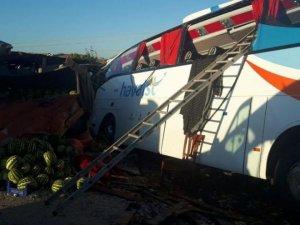 HAVAİST servis otobüsü devrildi: Bir kişi öldü