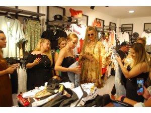 Tuğba Özay, Salihli'de butik açılışına katıldı