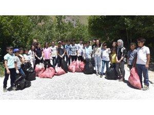 Öğrenciler Nemrut Krater Gölü'nde çevre temizliği yaptı