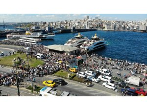 İstanbullular Eminönü İskelesi'ne akın etti, yoğunluk havadan görüntülendi