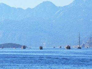Mavi turlarda bayram yoğunluğu... Marmaris'te boş tekne kalmadı!