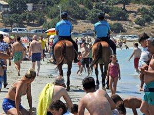 Atlı Jandarma ekibi, Çeşme plajlarında görevde!