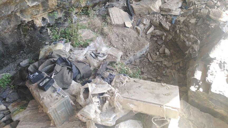Teröristlere ait sığınak ve barınak imha edildi