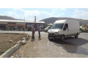Bayburt'ta minibüs ile otomobil çarpıştı: 1 ölü, 2 yaralı