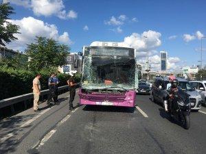 E-5 Karayolu'nda özel halk otobüsü nakliye kamyonuna çarptı