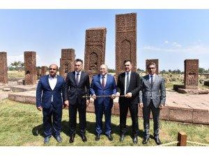 Kültür ve Turizm Bakan Yardımcısı Dursun Ahlat'ta