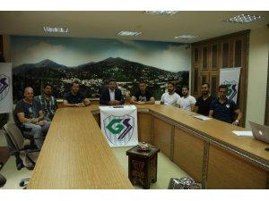 Güneysuspor'da 7 hentbolcu ile imzalar atıldı