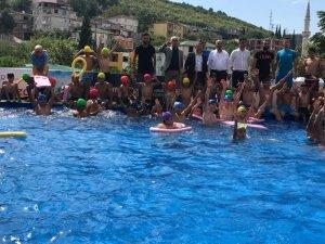 Dilovası'da çocuklar havuz keyfinde