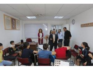 Başkan Büyükkılıç, Büyükşehir Belediyesi Konservatuvarı'nı ziyaret ederek öğrencilerle görüştü