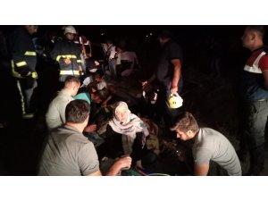 Kaçak göçmenleri taşıyan minibüs devrildi: 35 yaralı