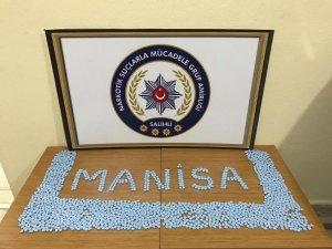 Manisa'da durdurulan araçtan bin 720 adet uyuşturucu çıktı