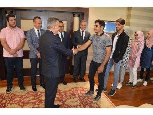 Vali Elban başarılı öğrencileri makamında ağırladı