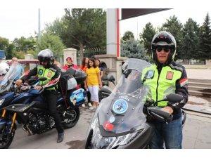 Şehitler için farkındalık oluşturmak için motosikletleriyle Afrika'ya gittiler
