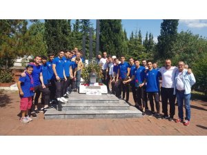 Karabükspor Metin Türker'i mezarı başında andı