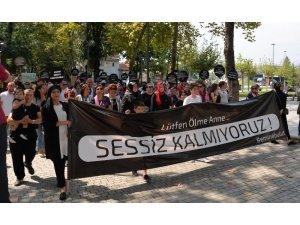 Hendek'te kadın cinayetlerine sessiz protesto