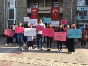 Üniversite öğrencileri,kadına şiddete karşı dikkat çekti