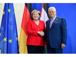 Almanya Başbakanı Merkel, Filistin Devlet Başkanı Abbas ile görüştü