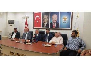 Bakan Turhan Mardin'de partililerle bir araya geldi