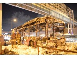 TEM Otoyolunda seyir halinde olan özel halk otobüsü küle döndü