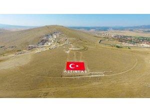 Altıntaş'a dev Türk bayrağı