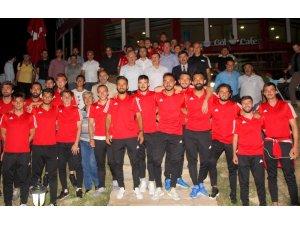 """Vali Arslantaş: """"Yenilse de atletini çıkarsa suyunu sıkarak dışarıya çıkan bir ekip istiyoruz"""""""