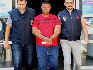 Tamir için aldığı telefonları sattığı iddia edilen şüpheliyi dövmesi yakalattı
