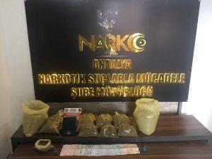 Antalya'da uyuşturucu operasyonunda 4 tutuklama