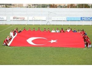 Sivasspor idmanda dev Türk Bayrağı açtı