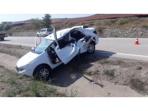 U dönüşü yapmak isteyen traktör kazaya sebep oldu