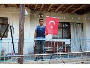 30 Ağustos'ta köylerini Türk bayraklarıyla donattılar